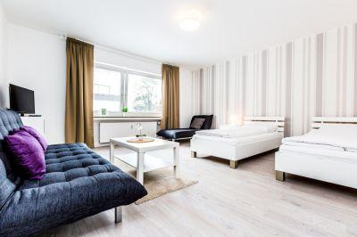 Bei uns übernachten sie in modernen Apartments direkt an der Köln Messe.Auch bis zur Lanxess Arena sind es nur wenige 100 meter. Da die Unterkünfte im gleichen Gebäude sind auch für Gruppenreisen bis 25 Personen geeignet