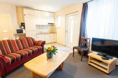Die Pension Insulaner bietet Einzelzimmer, Doppelzimmer und ein Apartment. Jedes Zimmer kann mit einem Zustellbett erweitert werden (sowohl für Erwachsene, als auch Kleinkinder). Tiere sind auf Anfrage erlaubt