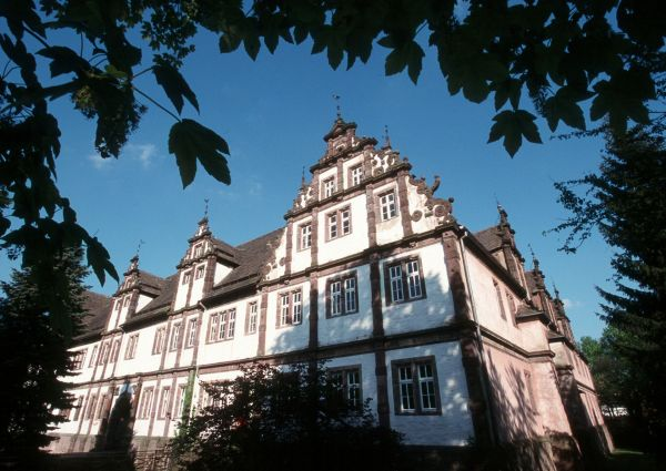Westfassade vom Schloss Bevern