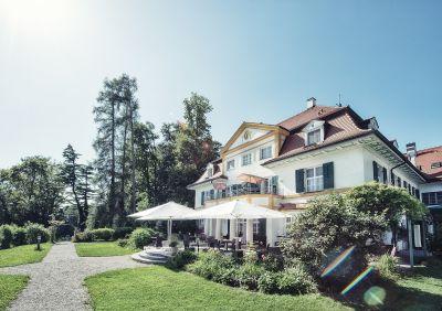 Farbpsychologisches Konzept im Schlossgut Oberambach, Oberbayern