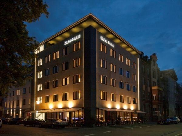 Das 36 green hotel steht in heidelberg es ist viereckig for Design hotel heidelberg