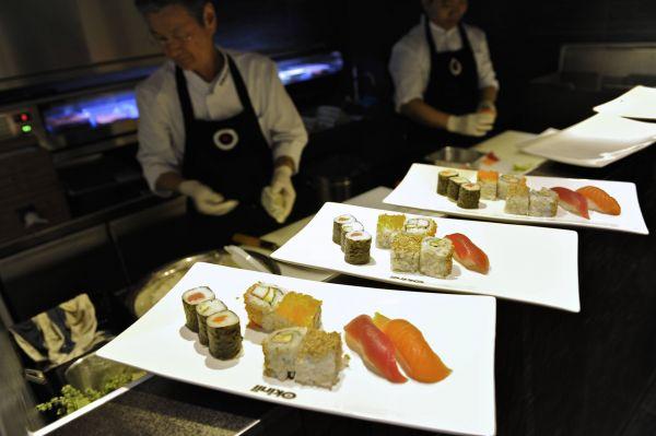 neuer ffnung in wiesbaden sushi und grill restaurant okinii bietet japanische spezialit ten. Black Bedroom Furniture Sets. Home Design Ideas