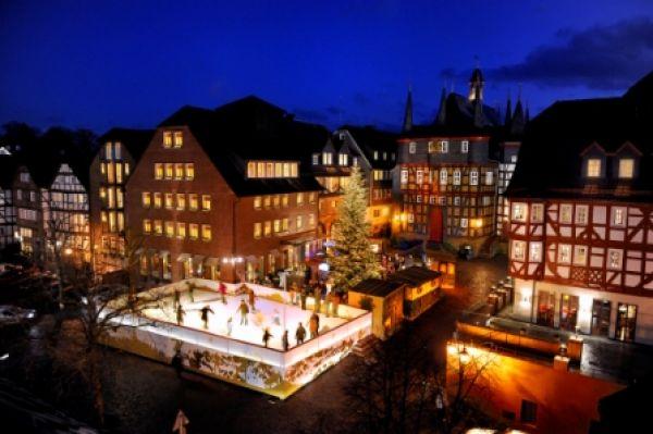 weihnachtlicher markt in frankenberg mit eisarena und budenzauber dritter sonne. Black Bedroom Furniture Sets. Home Design Ideas
