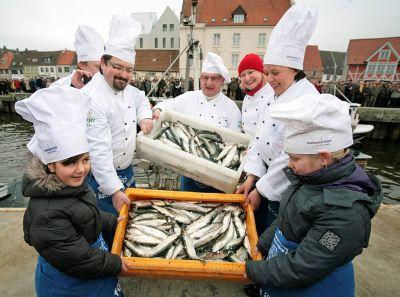 Ein Fest für den Fisch: Wismarer Heringstage