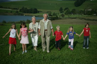 Mit Opa und Oma in den Kuhstall