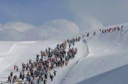Das Kult-Rennen zieht jedes Jahr Hunderte Skifans aus der ganzen Welt an