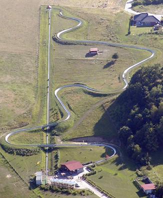 19. April: Sommerodelbahn Burg Stargard