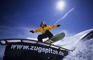Freeskier und Snowboarder